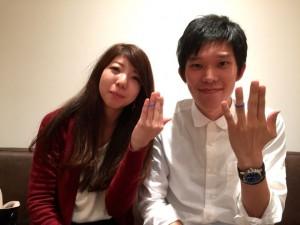 薬指に手作りした結婚指輪をはめて記念撮影です