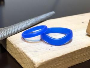 ゆるいV字と甲丸デザインの結婚指輪