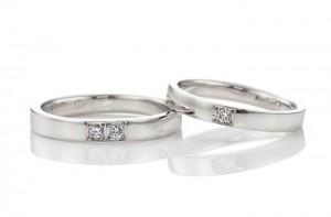 名古屋工房で手作りされた平打ちデザインの結婚指輪