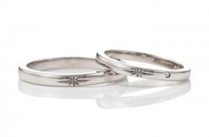 手彫りの星とメレダイヤの手作り結婚指輪
